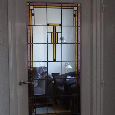 nieuw glas in lood geplaatst in vermaakte bestaande deur