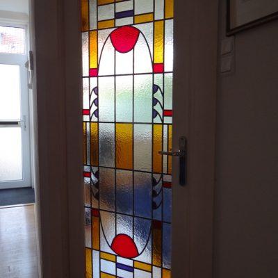 nieuw glas in lood raam geplaatst in veranderde bestaande deur