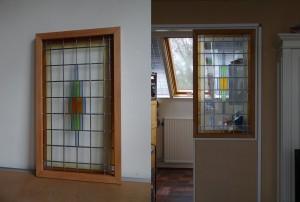 glas in lood raam in gemaakte houten omlijsting