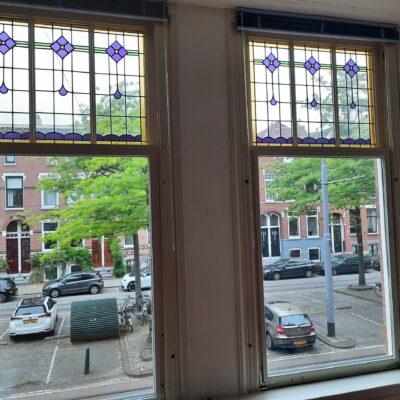 de geplaatste glas-in-loodramen